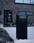 Bjorn lighted parcel locker